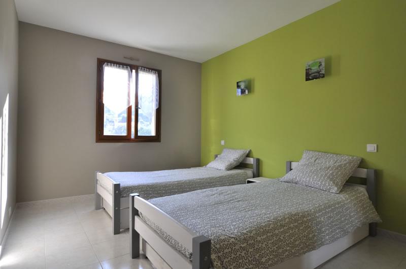 Chambre n 3 de la location en meubl de tourisme menton for Chambre design verte