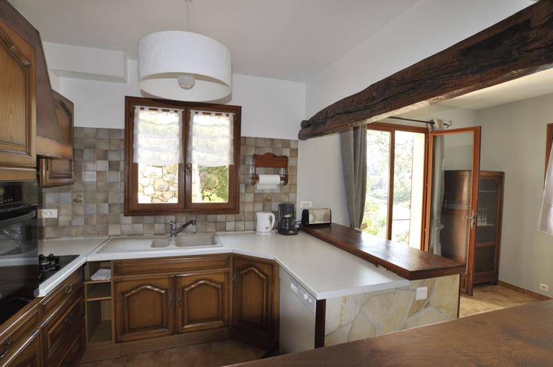 cuisine am ricaine tout quip e dans la maison en location saisonni re. Black Bedroom Furniture Sets. Home Design Ideas